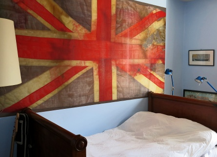Notting Hill mansion - interior - British bedroom - image David J Rodger