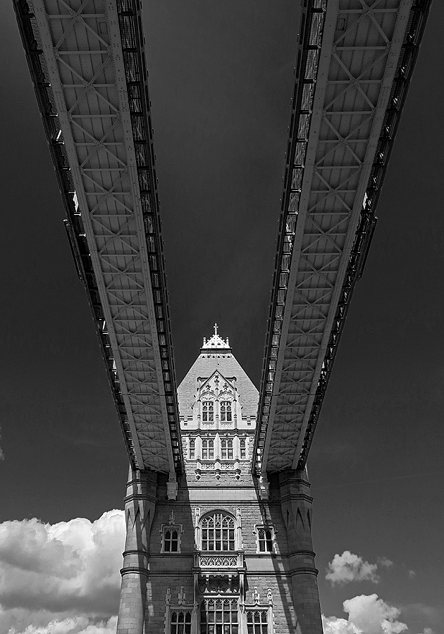 travel photo Tower Bridge - London by David J Rodger - please credit if used
