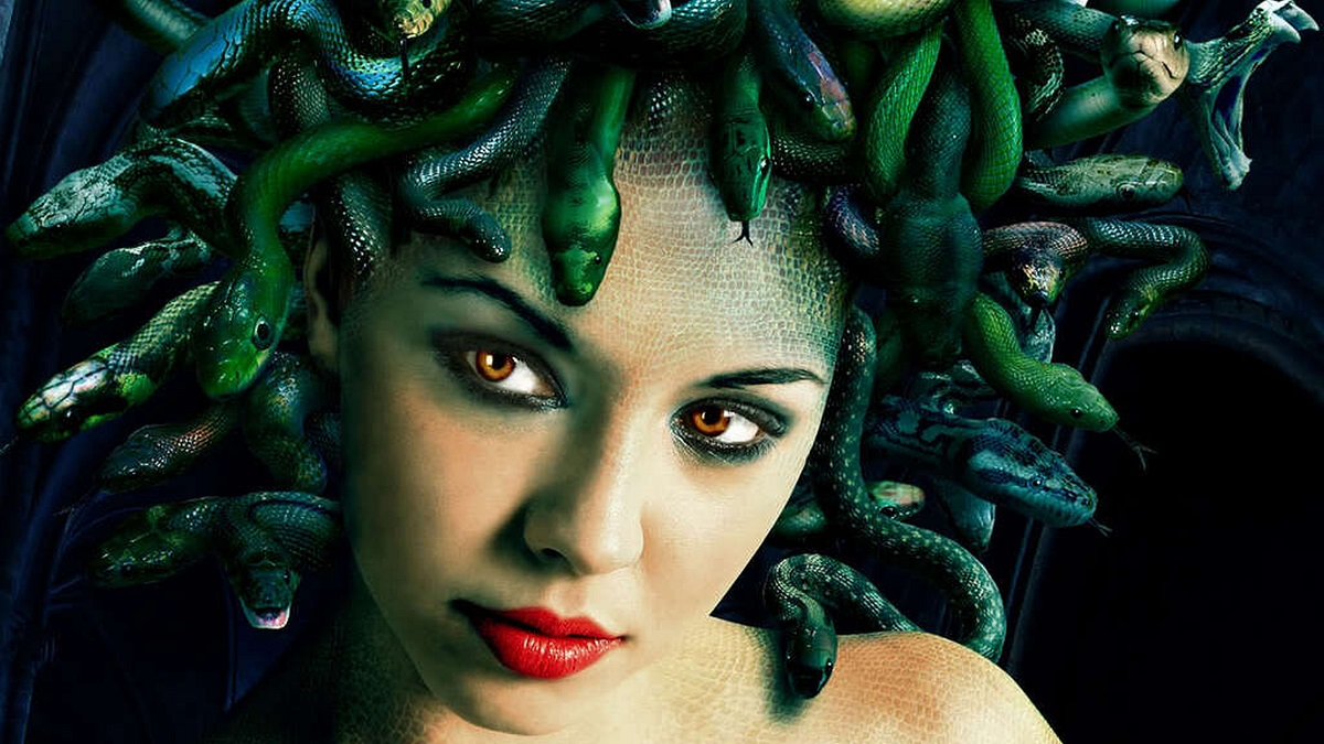 Medusa encountered in post-apocalyptic Montepellier by characters in Cthulhu Mythos RPG Yellow Dawn The Age of Hastur