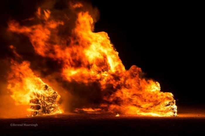 daniel popper installation Afrika Burn photo by Berend Maarsingh