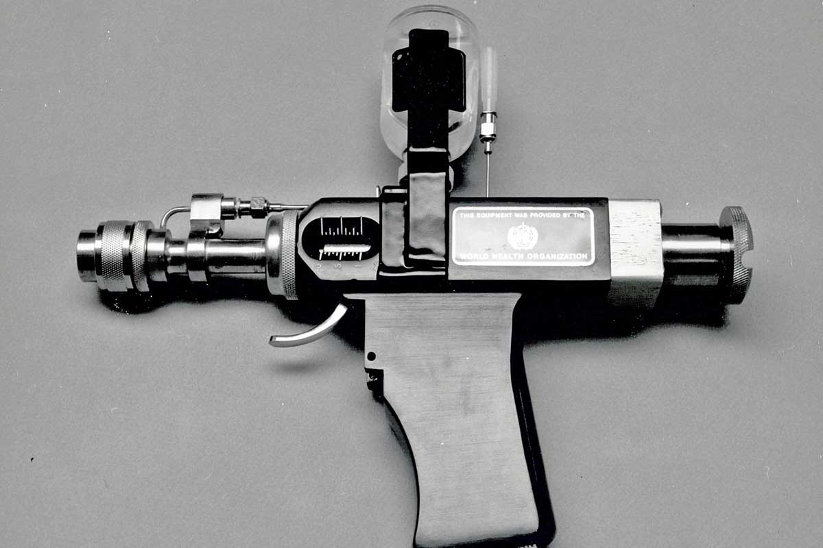 jet injector gun which could be a cyberpunk shadow run or science fiction drug delivery device