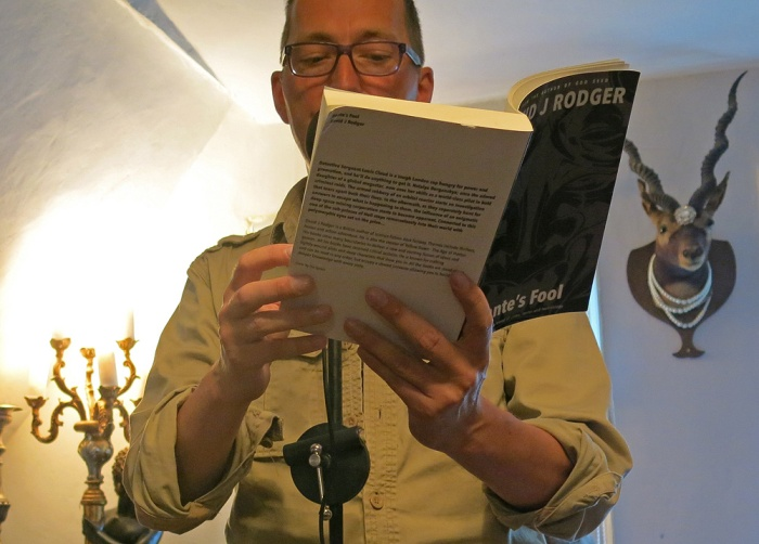 Man behind the book, quite literally - David J Rodger reading Dante's Fool at Frome Science Fiction and Fantasy Evening